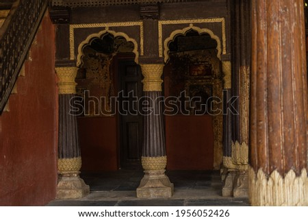 upstairs and a room of Tipu Sultan's Summer Palace near K.R.Market, in Bangalore, India Photo stock ©
