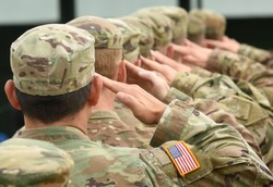US soldiers giving salute