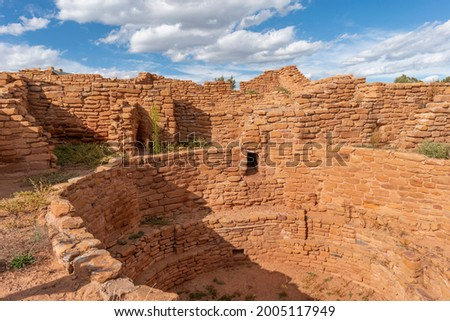 USA, Colorado. Mesa Verde National Park, stonewall masonry at Far View House with a kiva in the foreground, Far View Sites. Stock photo ©