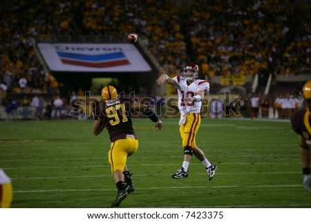 USC QB throwing for a touchdown