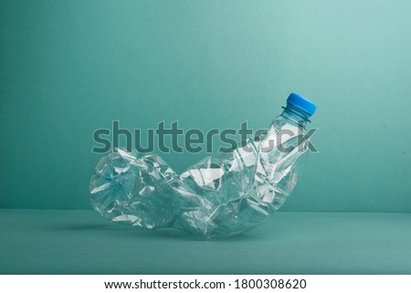 Used crushed plastic bottle on the blue background. Recycling concept. Foto stock ©