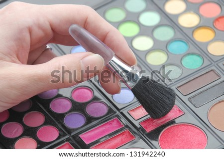 Using eyeshadow with a brush