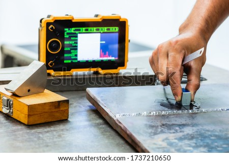 UT, Ultrasonic testing to detect imperfection or defect in welding of steel structure. NDT Inspection. Stok fotoğraf ©