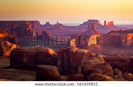 Shutterstock Utah - Ariziona border, panorama of the Monument Valley from a remote point of view, known as The Hunt's Mesa