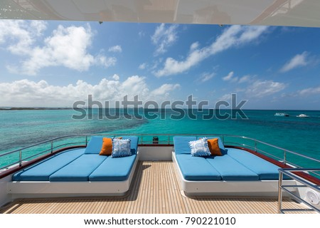 Vacation on Motor Yacht, details of Interior Luxury Yacht from Bahamas to Caribbean