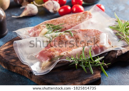 Vacuum packed raw pork loin. Ready to sous-vide cooking method Photo stock ©