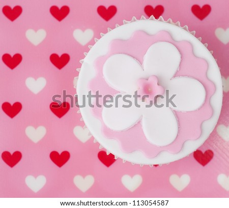 Valentine cupcake decorated with pink and white flower