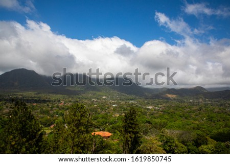 Valle de Anton in Panama  is a town nestled in the crater of a huge extinct volcano, and ringed by verdant forests and jagged peaks.It's around a 2 hours drive from Panama City Stock fotó ©
