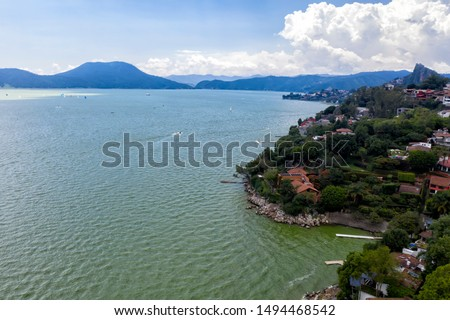 Valle de Bravo is a town and municipality located in State of Mexico, Mexico. It is located on the shore of Lake Avándaro. Is a magical town.   Foto stock ©
