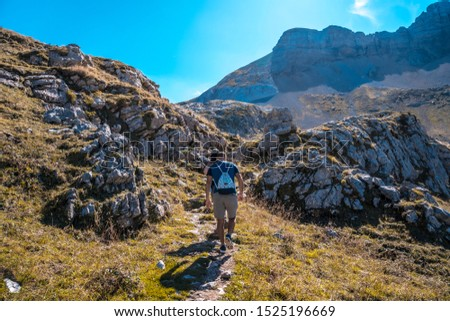 Valle de Hecho, Huesca / Spain »; September 28, 2019: A group in the trekking of the valley of Hecho to the ibon de Estanes in the Pyrenees of Huesca #1525196669
