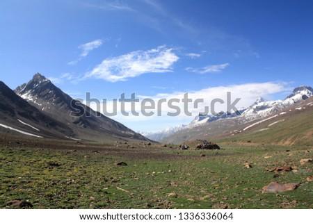 valley, Baralachala, Chandratal to Baralachala trek, landscape, beautiful landscape, mountain slope, trekking, trekking in Manali, panorama landscape