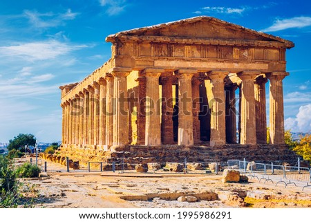 Valley of the Temples (Valle dei Templi), The Temple of Concordia, an ancient Greek Temple built in the 5th century BC, Agrigento, Sicily. Temple of Concordia, Agrigento, Sicily, Italy