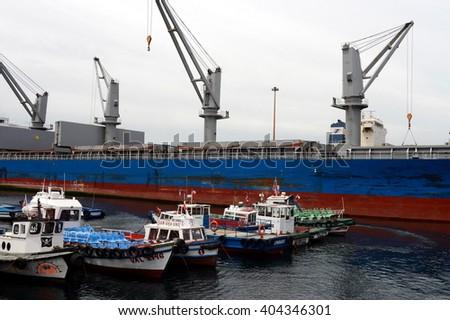 VALPARAISO, CHILE - NOVEMBER 24,2014: Chilean seaport of Valparaiso. #404346301