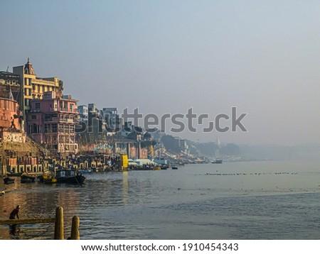 Varanasi Ganga River Pier • Pier Of Ganga River Foto stock ©