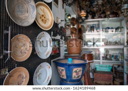 Various antique products are displayed in the corner of Triwindu Solo antique market store. Bokeh fatured of Photos Stock fotó ©