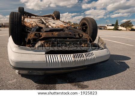 Veículo virado, em um lote deserted do parkin - stock photo