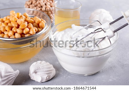 Vegan meringue, boiled chickpea and aquafaba. Vegan cooking concept. Healthy product. Substitute egg for vegan recipes Foto d'archivio ©
