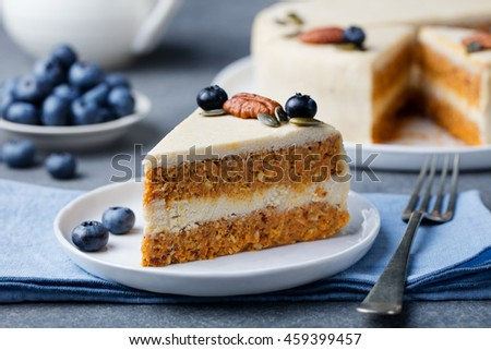 Vegan, raw carrot cake. Healthy food. Grey stone background. Top view. Copy space. Foto stock ©