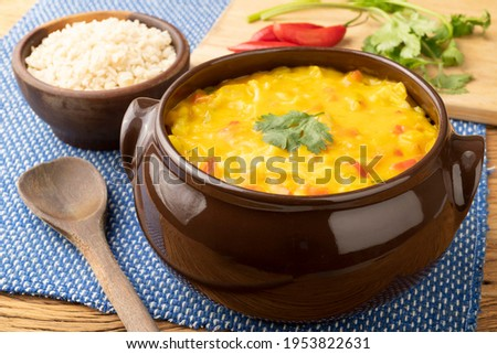 Vegan version of typical brazilian shrimp bobo. Cauliflower, bell pepper, tomato, manioc and cashew nut cream. Foto stock ©