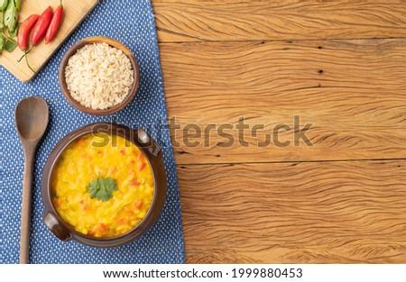 Vegan version of typical brazilian shrimp bobo with copy space. Cauliflower, bell pepper, tomato, manioc and cashew nut cream. Foto stock ©