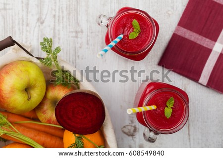 Vegetable and fruit cocktail, served in a jar, with fresh beets, carrots and apples.