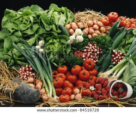 Vegetable and fruit composition on straw