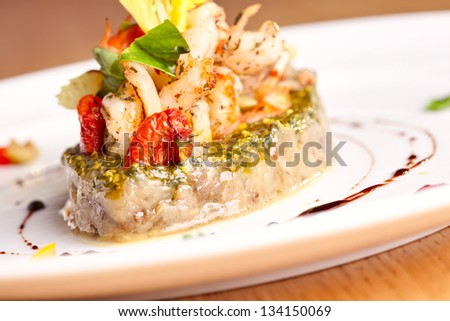 Vegetable saute with seafood
