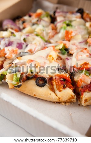 Vegetarian Pizza Loaded with Various Vegetables in Take Out Box