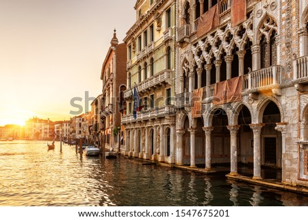 Venice at sunset, Italy. Ca' d'Oro palace (Golden House) in foreground. It is landmark of Venice. Beautiful view of Grand Canal in the Venice center at dusk. Scenery of the old Venice city in evening. Foto stock ©