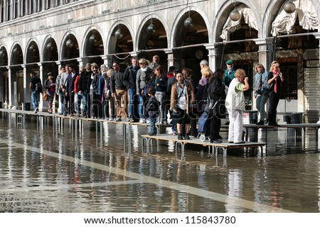 Venice hit by floods following heavy rains and strong winds |Venice Flooding October 2012