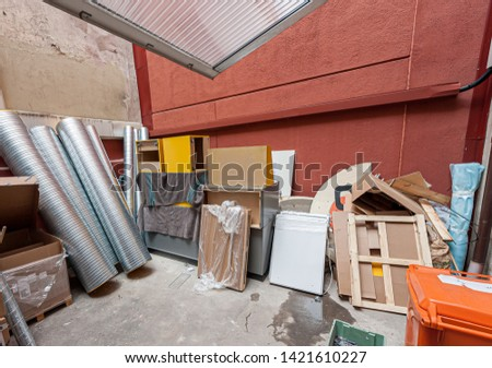 Ventilation and parts for renovating a store stored in a backyard.