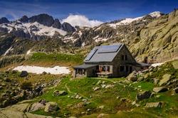 Ventosa i Calvell Hut in summer (Boí Valley, Catalonia,. Pyrenees, Spain) ESP: Refugio Ventosa i Calvell en verano (Valle de Boí, Cataluña, España, Pirineos)