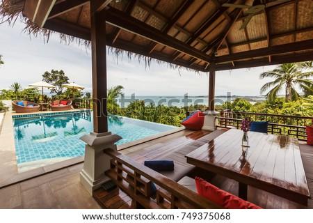 Veranda private swimming pool near luxury villa. Sunny summer vacation Foto stock ©