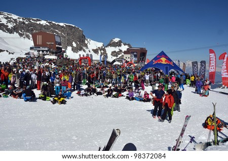 VERBIER, SWITZERLAND - MARCH 24: Spectators wait at the bottom of the ski run at the 2012 Freeride world tour final on March 24, 2011 in Verbier, Switzerland
