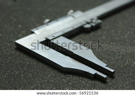 vernier caliper : Measuring ring size .
