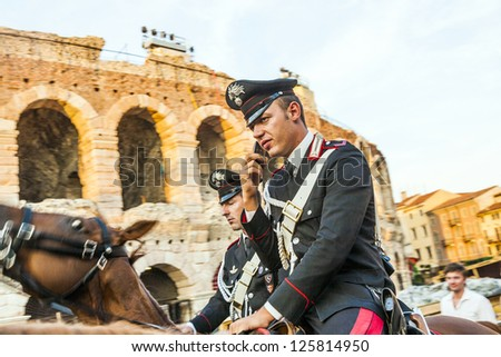VERONA, ITALY  - AUG 5: policemen with horses watch the scenery at the entrance of the arena on  August, 05,2009 Verona, Italy. Some of the Verona police in touristic area patrols on horses.