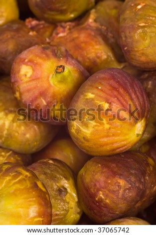 Vertical fresh figs