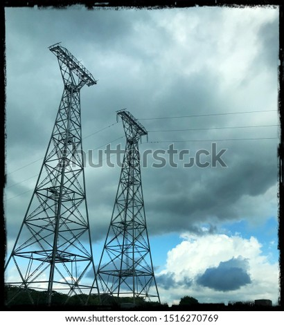 Vertical vertical structure supporting the conductors of a power line