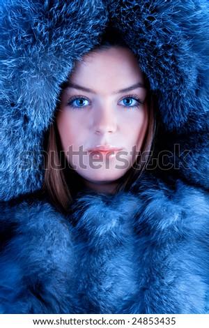 Poklanjam ti avatar - Page 19 Stock-photo-very-beautiful-young-woman-with-blue-fur-24853435