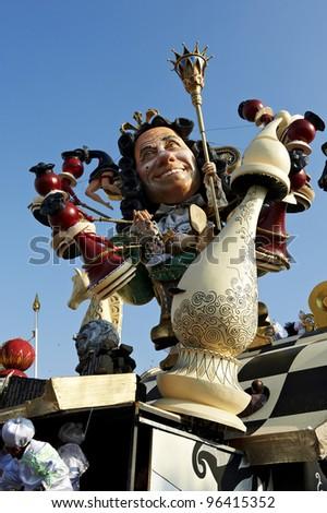 VIAREGGIO - FEBRUARY 26 : the parade of  carnival floats, February 26,2012 in Viareggio,Italy