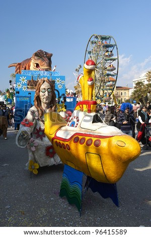 VIAREGGIO - FEBRUARY 26 : the parade of  carnival floats,the mask of John Lennon, February 26,2012 in Viareggio,Italy