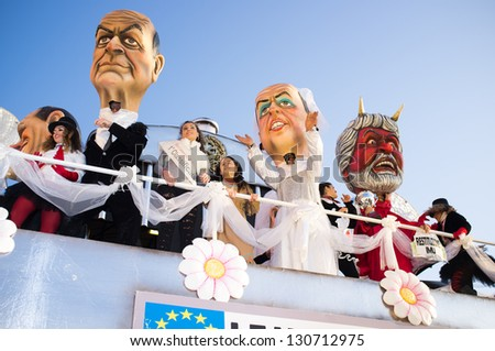 VIAREGGIO,ITALY-MARCH. 03: float with masked people moves at the last parade of the 2013 edition of Viareggio's carnival on third march,2013 in Viareggio,Italy