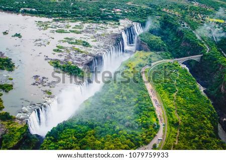 Victoria Falls (Tokaleya Tonga: Mosi-oa-Tunya, 'The Smoke that Thunders') is a waterfall in southern Africa on the Zambezi River at the border between Zambia and Zimbabwe. ストックフォト ©