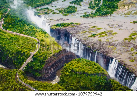 Victoria Falls (Tokaleya Tonga: Mosi-oa-Tunya, 'The Smoke that Thunders') is a waterfall in southern Africa on the Zambezi River at the border between Zambia and Zimbabwe. Сток-фото ©