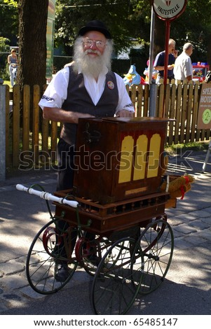 VIENNA, AUSTRIA - SEPTEMBER 2: unidentified musician with his barrel organ (hurdy gurdy)  in the yearly meeting for organ grinders in the Bohemian Prater on September 02, 2006 in Vienna, Austria