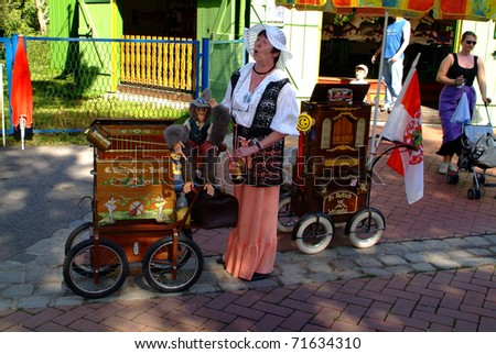 VIENNA, AUSTRIA - SEPTEMBER 02: unidentified woman with her barrel organ singing in the yearly meeting for organ grinders in the Bohemian Prater on September 02, 2006 in Vienna, Austria
