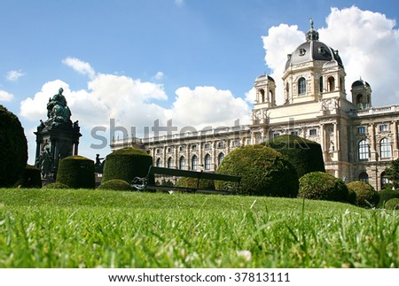 Vienna - queen Maria Theresia monument and  Natural history museum