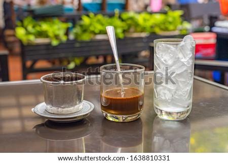 Vietnam fin coffee mixed with condensed milk- Cafe sua da Foto stock ©