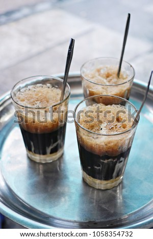 Vietnamese iced coffee - Ca phe sua da Foto stock ©