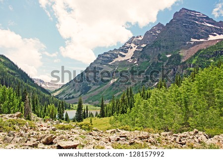 View at Maroon Bells from moraine